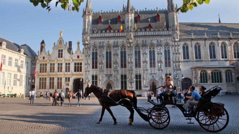 burg-square-in-bruges--jan-dhondt-courtesy-of-toerisme-brugge-1024x683